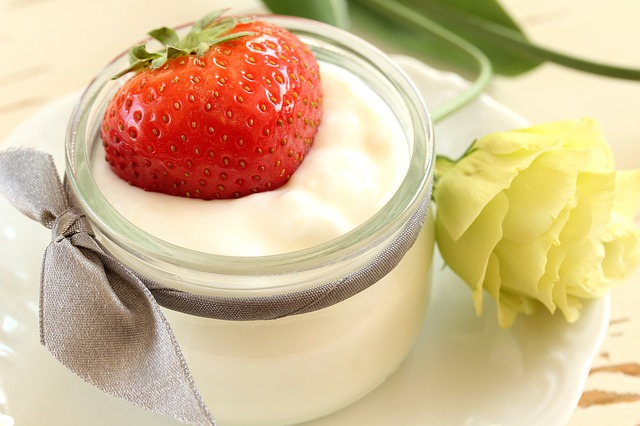 jahoda, jogurt, květina